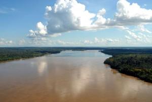 Это-правый-приток-Амазонки-река-Мадейра-300x201